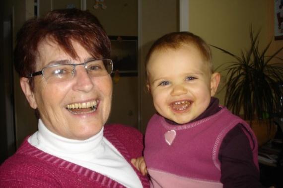 Mamie et Clara dec 08