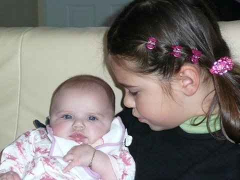 Maé et Clara dec.  2007