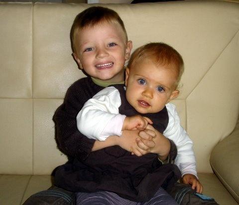 Théo et sa petite soeur