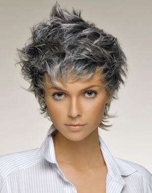 Cheveux gris et meches