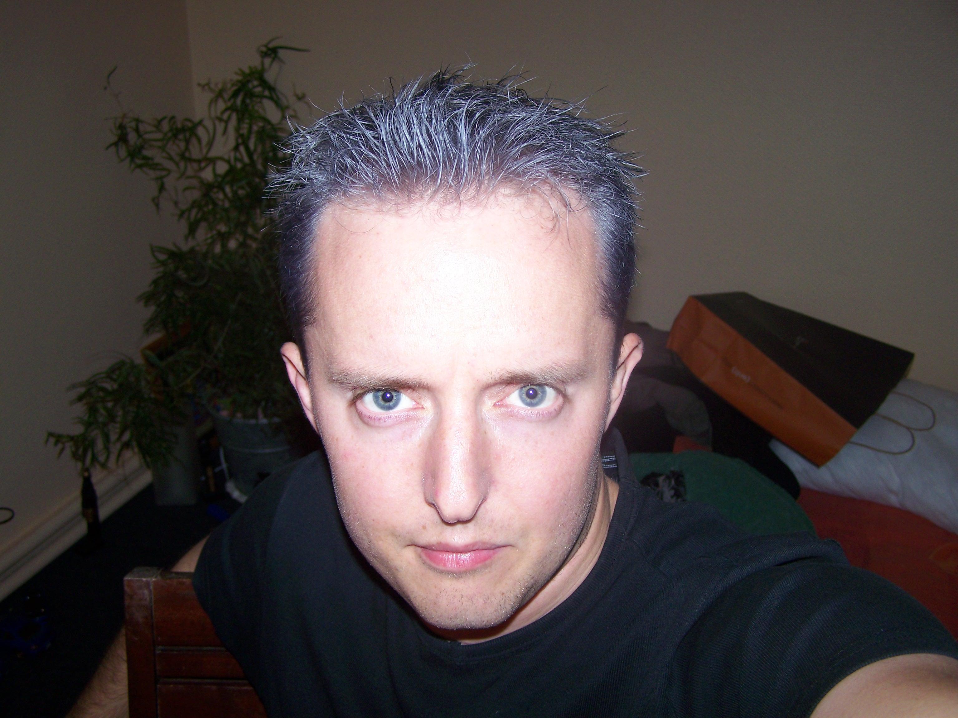 Couleur meche cheveux homme coiffures de mode moderne - Meche rouge homme ...