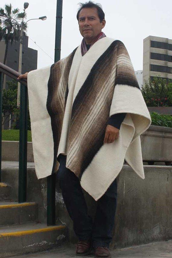 poncho hualhuas blanc creme homme bis pure laine d alpaga fait main sur metier a tisser lima. Black Bedroom Furniture Sets. Home Design Ideas