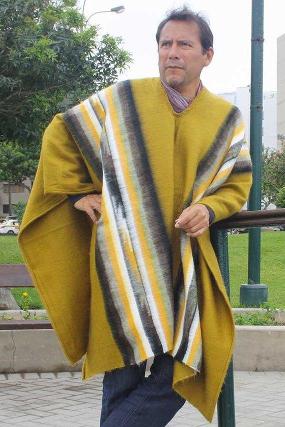 poncho hualhuas moutarde homme pure laine d alpaga fait main sur metier a tisser lima miraflores. Black Bedroom Furniture Sets. Home Design Ideas