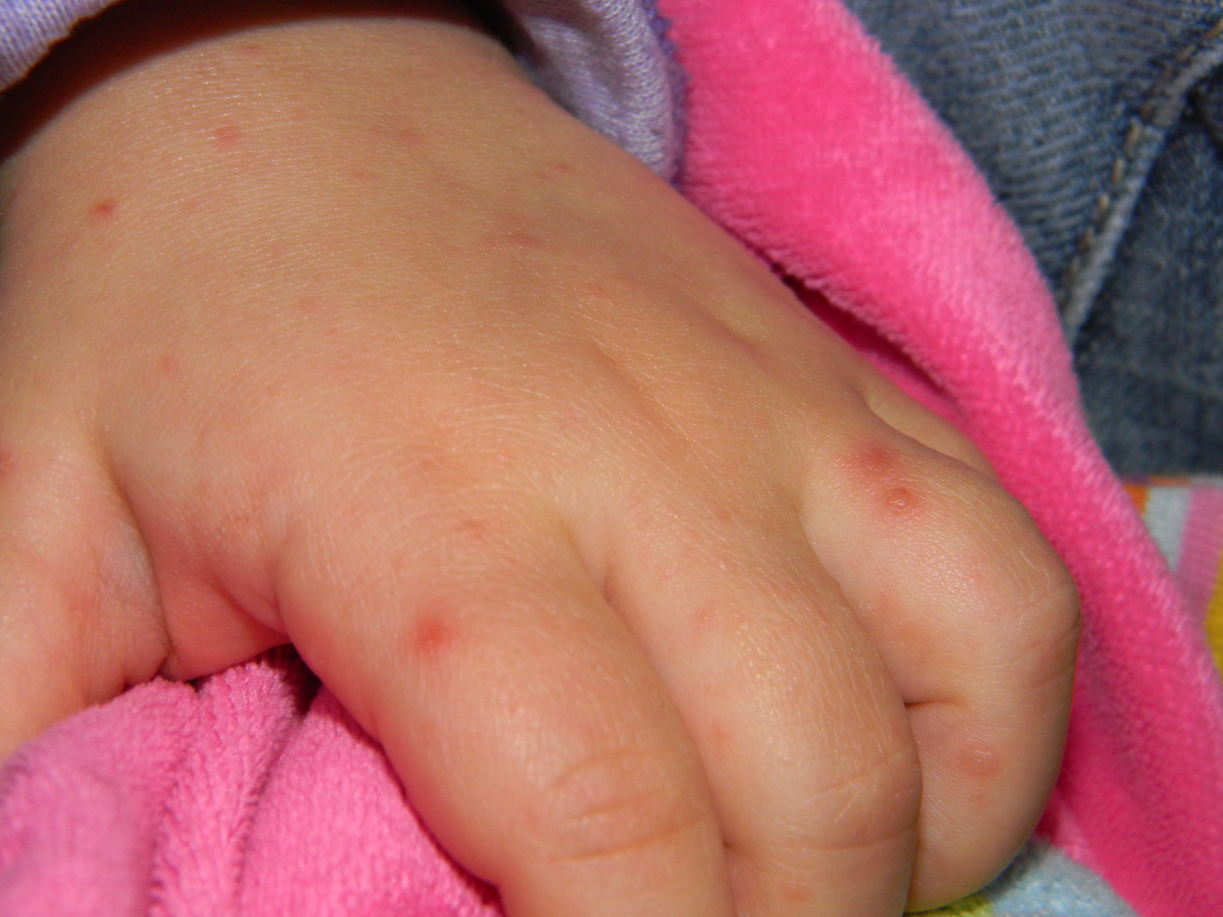 pied main bouche bebe 1 mois