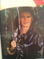 Brigitte Bardot -Son parapluie Fuit!!!