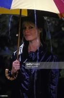 Brigitte Bardot sous un parapluie 2
