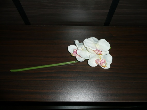 branche fausse orchid e 3 fleurs d co de mariage. Black Bedroom Furniture Sets. Home Design Ideas