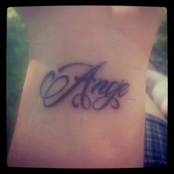 Tatouage a l int rieur du poignet gauche tatouages et piercings forum beaut - Tatouage interieur poignet ...