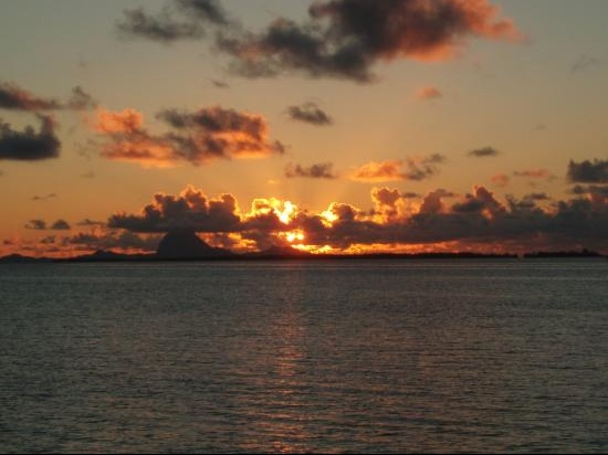 sunset-behind-bora-bora