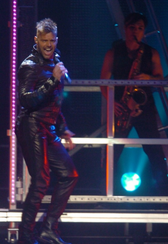 ricky-martin-shirtless-leather-puerto-rico-concert-03282011-01-820x1193