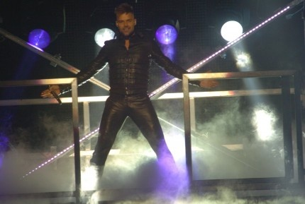 ricky-martin-shirtless-leather-puerto-rico-concert-03282011-03-430x289