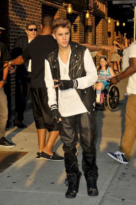 Justin+Bieber+leather+clad+Justin+Bieber+stops+wPNy4rm7bGGx