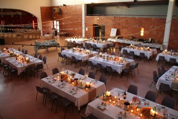 Salle trop grande salles et d corations mariage for Disposition des verres a table