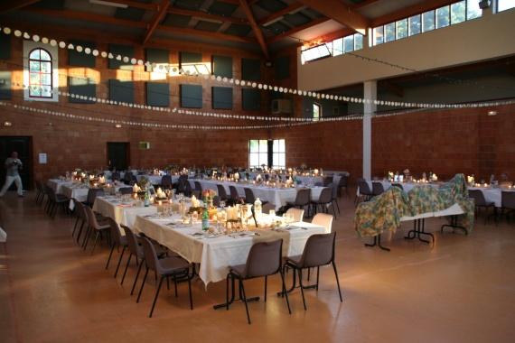 Salle trop grande salles et d corations mariage forum vie pratique - Disposition table mariage ...