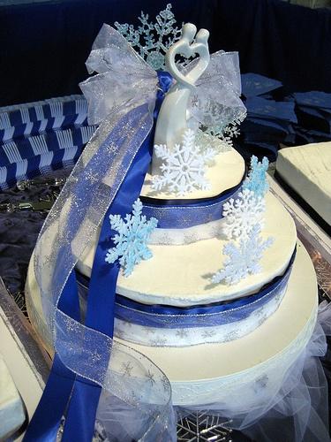 winterweddingcakes.jpg2.