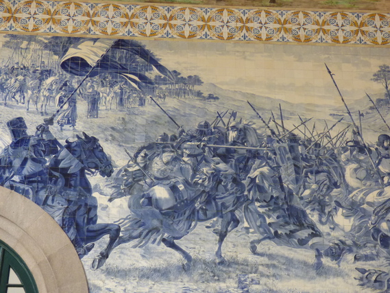 Azujelos décorant le vestibule de la gare de Saint-Benoit