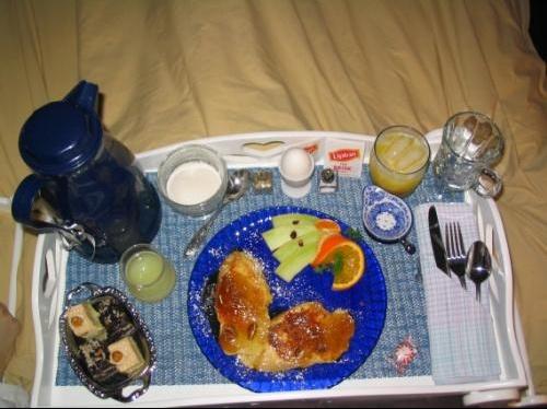 IM-137495-Petit-dejeuner-servi-au-lit