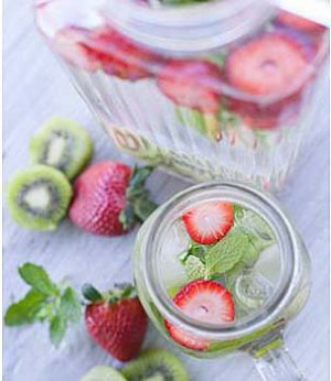 2-Eau-detox-fraise-kiwi-menthe-300x346