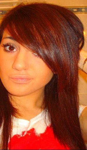 Couleur de cheveux brun avec reflet acajou