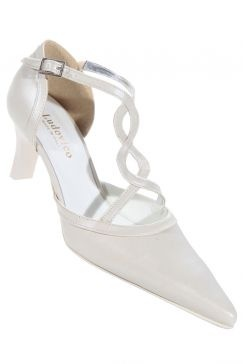 http://b.imdoc.fr/private/1/famille/mariage/photo/1467070146/1672832912a/mariage-chaussures-img.jpg