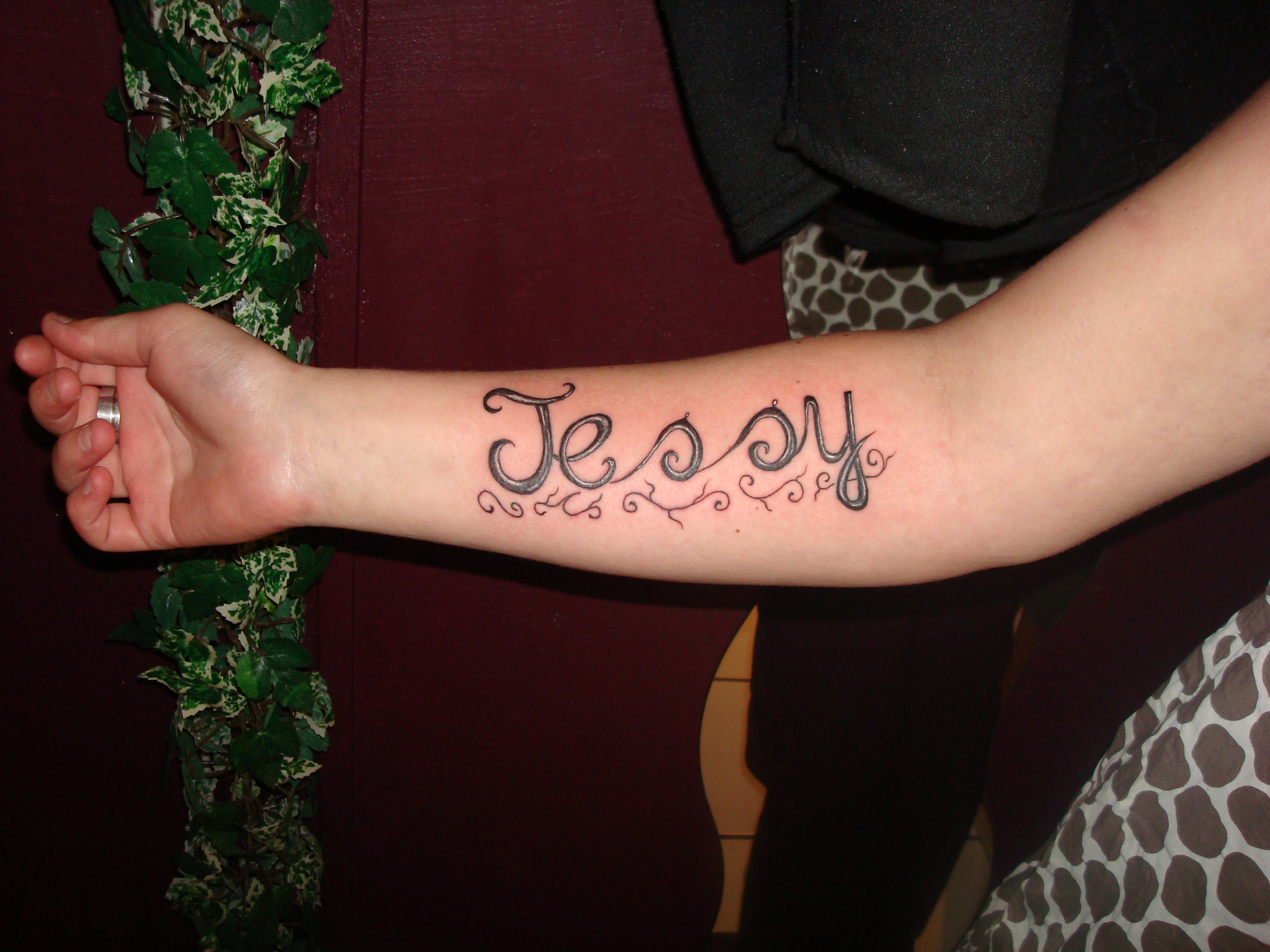 tatouage femme bras note