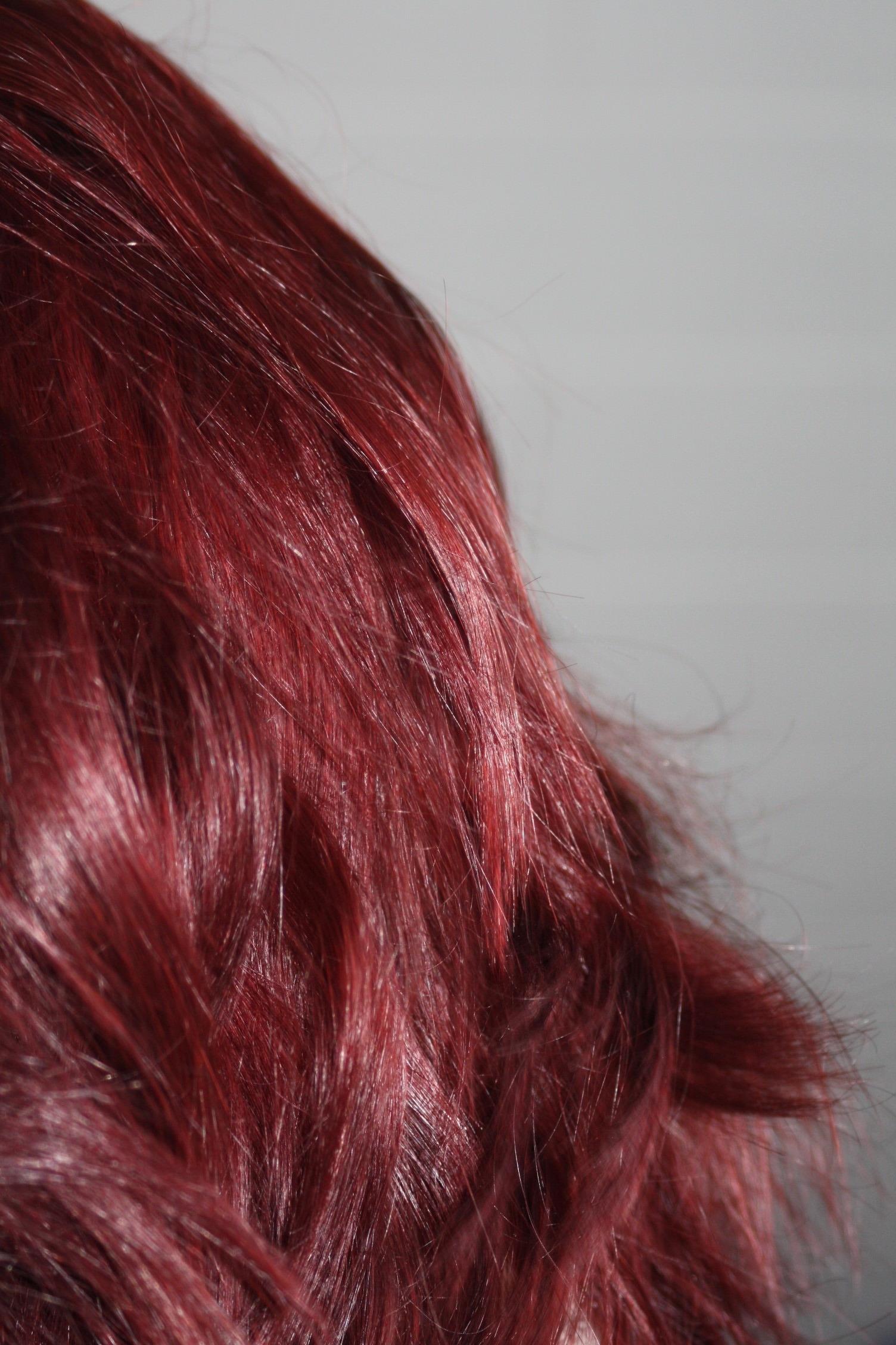 Comment faire tenir une couleur de cheveux rouge