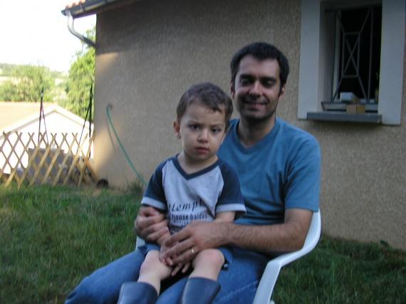 Moi et Adam fatigué d'avoir bien travailler dans le jardin