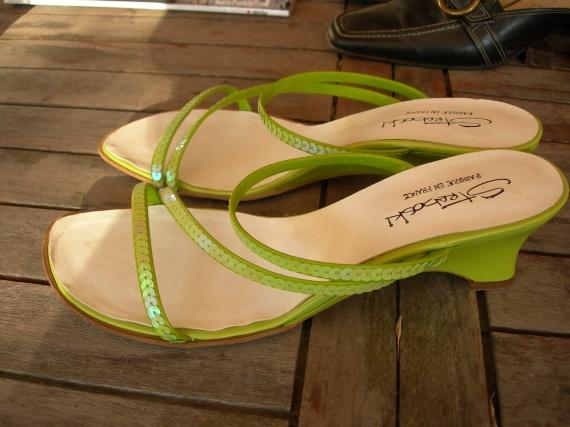 chaussures vert anis en cuir pointure 41 mais correspond à du 40---BAISSE A 8 EUROS