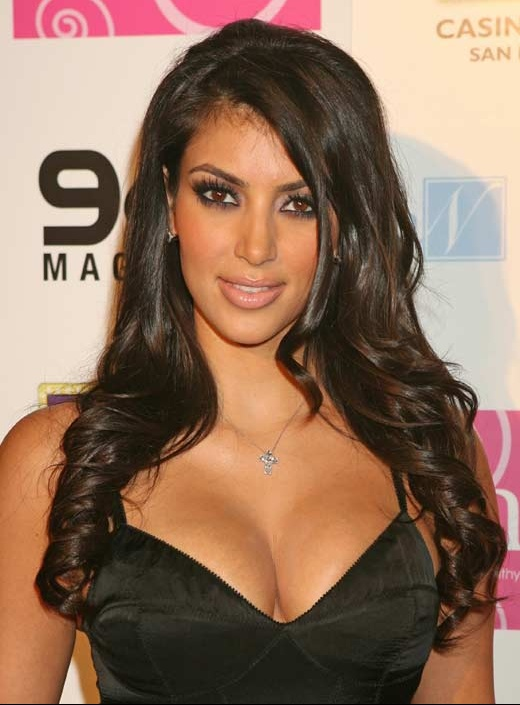 kim,kardashian,cleavage
