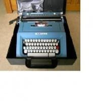 4€ machine à écrire olivetti Brocante Bouville le 1er juillet 2012