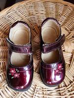 1€ P 23 Chaussures vernies prune TBE quasiment neuves