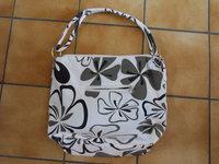 8€  sac à main 40 x 35 x 12 cm en tissu Comme Neuf