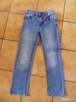2€ pantalon en jean slim 7 ans
