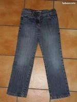 2€ Pantalon en jean TAO ( trace d'herbe )