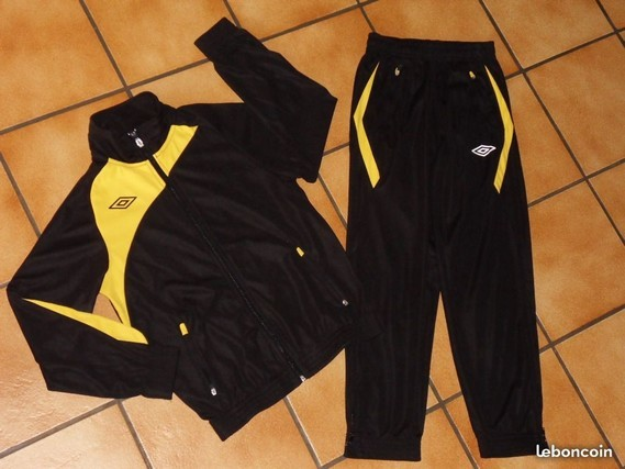 15€ UMBRO taille 10 ans