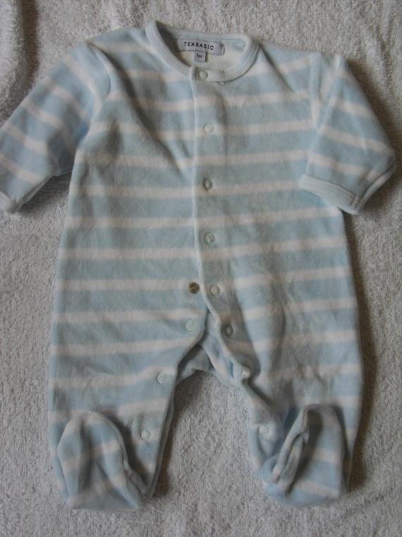 Pyjamas velours TBE Comme neuf 2 euros  1 MOIS