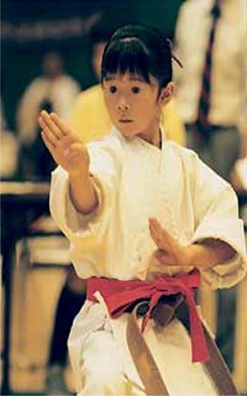 à 5 ans Luce prenait déjà les arts martiaux très au sérieux !
