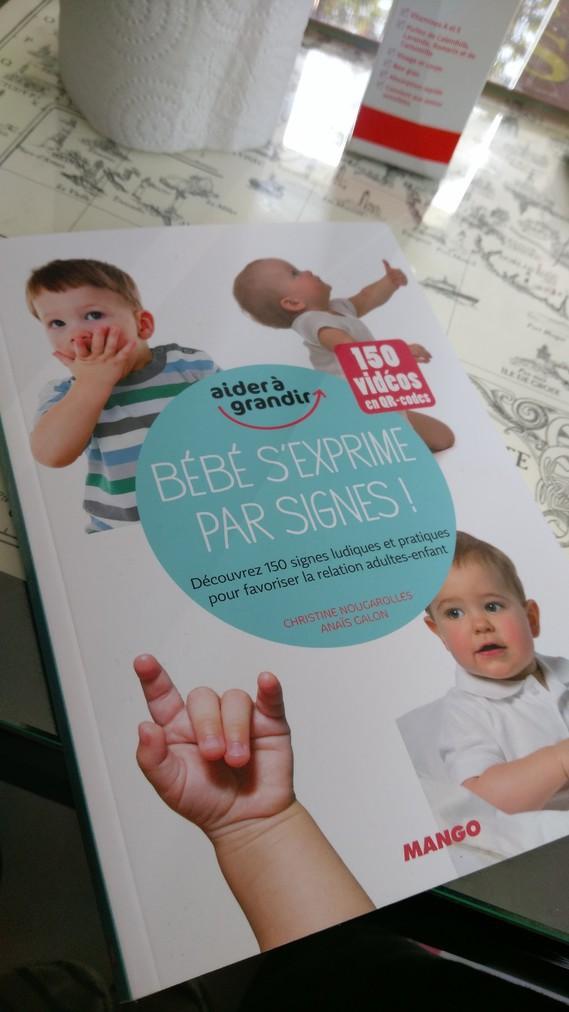 Bebe s'exprime par signes