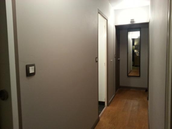 Couloir peint en taupe et en marron 1/2 - autres - ptit-chat ...
