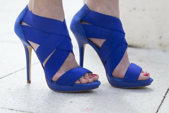 sandales-femme-bleues-modernes