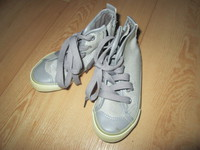 Baskets en toile Tissaia (gris argenté)  pointure 25  neuves, jamais portées  4€