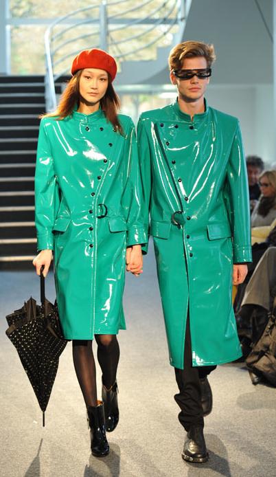 Couple en ciré Pierre Cardin Fashion Week 2011