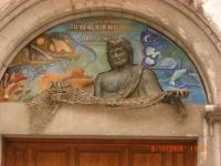 sculture dessus porte d'église