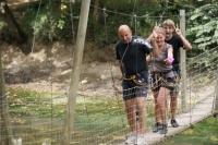 Valentine, papa, maman et Romain pont de singes (Dordogne)