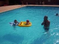 Tous les deux dans la piscine