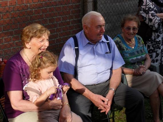 Valentine, mamie Jeannette, papy Simon et mamie Odette