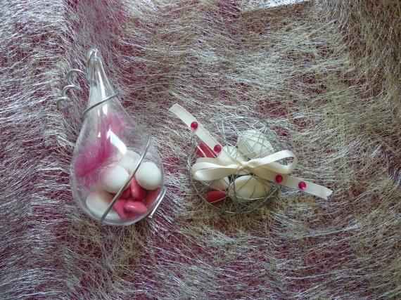 contenants blanc fushia