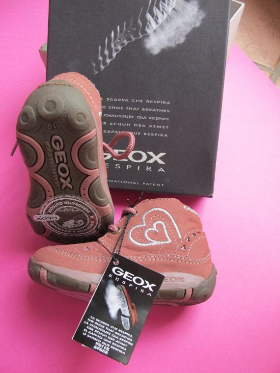 chaussures GEOX neuves 19 - 35e