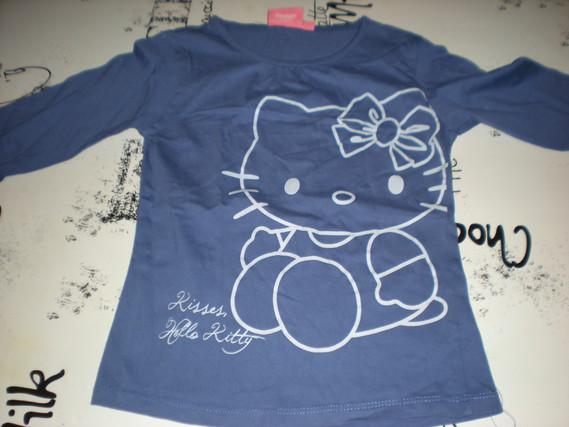 Haut Hello Kitty taille 7-8 ans 5 euros