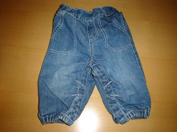 Jeans taille 3 mois  3€
